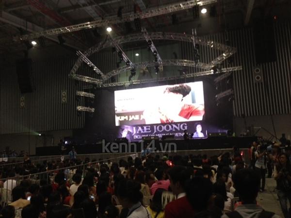 Jaejoong ngượng ngùng đút kimbap cho fan 22