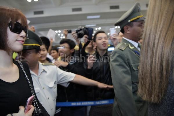 T-Ara rạng rỡ xuất hiện tại Hà Nội giữa vòng vây của fan 13