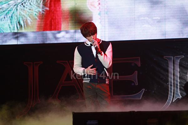 Jaejoong ngượng ngùng đút kimbap cho fan 66