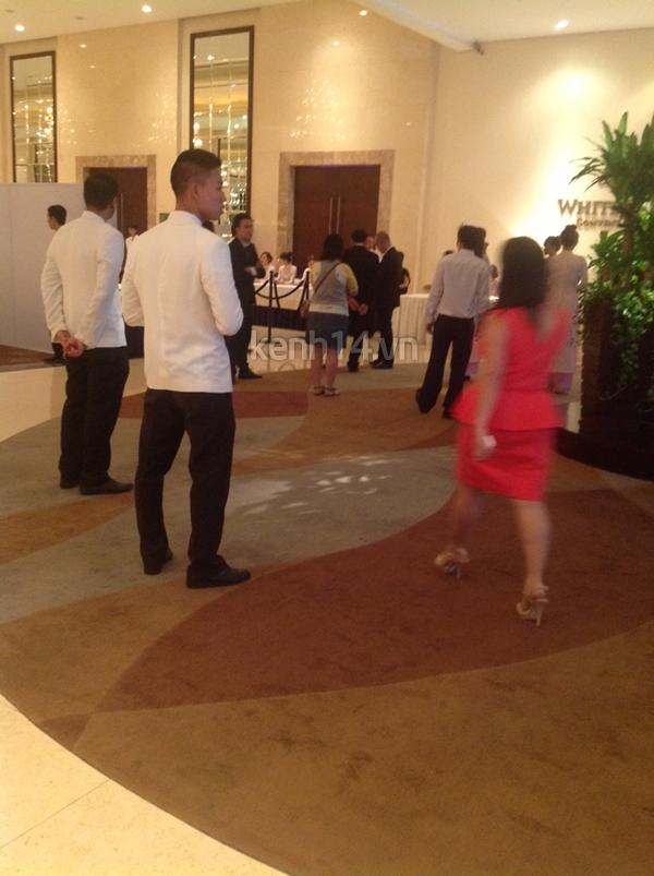 Những hình ảnh hiếm hoi trong tiệc cưới Hà Tăng 24