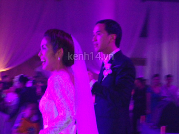 Những hình ảnh hiếm hoi trong tiệc cưới Hà Tăng 9