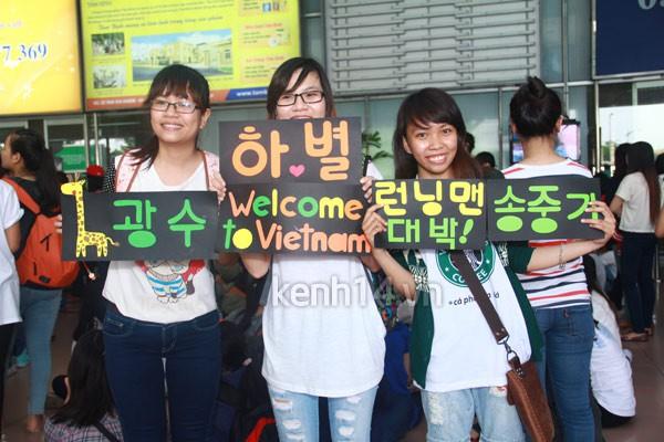 """Haha """"Running Man"""" chen lấn trong vòng vây fan Việt 11"""