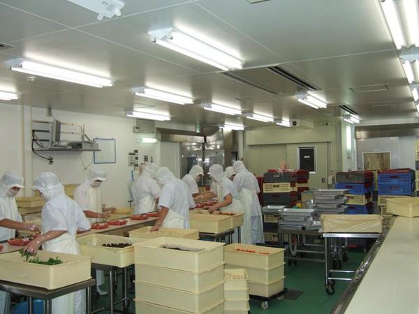Cận cảnh nghề đóng cơm hộp kiếm bạc triệu một ngày tại Nhật Bản - Ảnh 3.