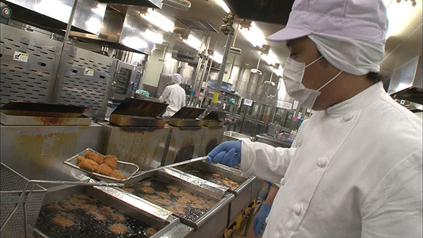 Cận cảnh nghề đóng cơm hộp kiếm bạc triệu một ngày tại Nhật Bản - Ảnh 4.