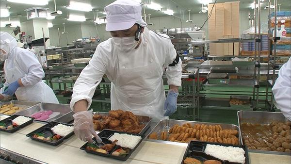 Cận cảnh nghề đóng cơm hộp kiếm bạc triệu một ngày tại Nhật Bản - Ảnh 6.