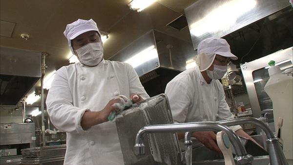 Cận cảnh nghề đóng cơm hộp kiếm bạc triệu một ngày tại Nhật Bản - Ảnh 9.