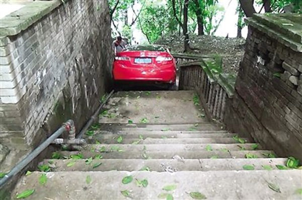 driver-down-stairs-1-86019