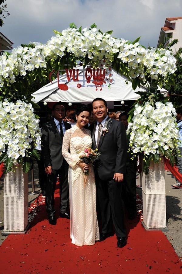 Những cô dâu của showbiz Việt diện áo dài trong ngày cưới hỏi 4