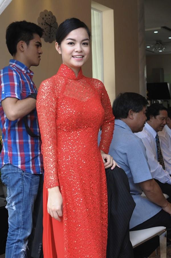 Những cô dâu của showbiz Việt diện áo dài trong ngày cưới hỏi 5