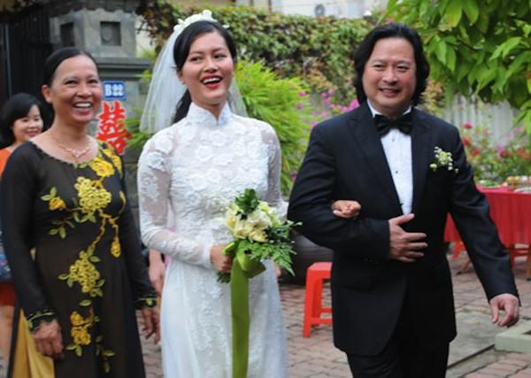 Những cô dâu của showbiz Việt diện áo dài trong ngày cưới hỏi 9