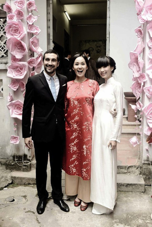 Những cô dâu của showbiz Việt diện áo dài trong ngày cưới hỏi 11