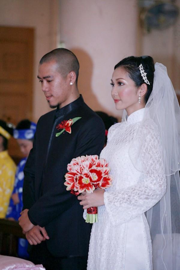 Những cô dâu của showbiz Việt diện áo dài trong ngày cưới hỏi 13