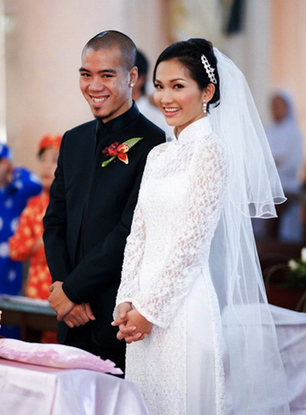 Những cô dâu của showbiz Việt diện áo dài trong ngày cưới hỏi 14
