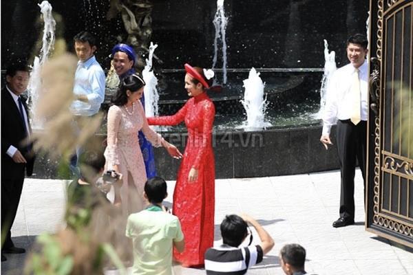 Những cô dâu của showbiz Việt diện áo dài trong ngày cưới hỏi 2