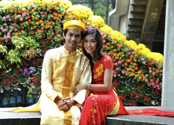 Những cô dâu của showbiz Việt diện áo dài trong ngày cưới hỏi 29