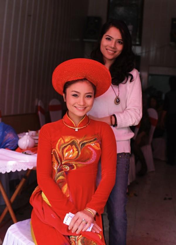 Những cô dâu của showbiz Việt diện áo dài trong ngày cưới hỏi 18