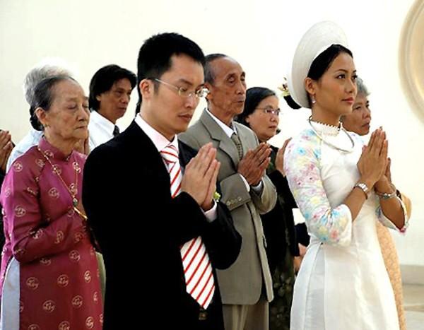 Những cô dâu của showbiz Việt diện áo dài trong ngày cưới hỏi 22