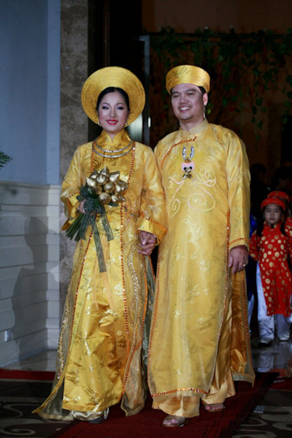 Những cô dâu của showbiz Việt diện áo dài trong ngày cưới hỏi 28