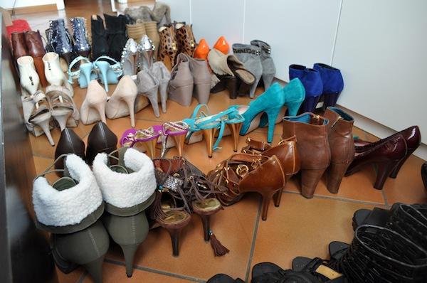 Ngó nghiêng tủ đồ của các fashionista thế giới 7