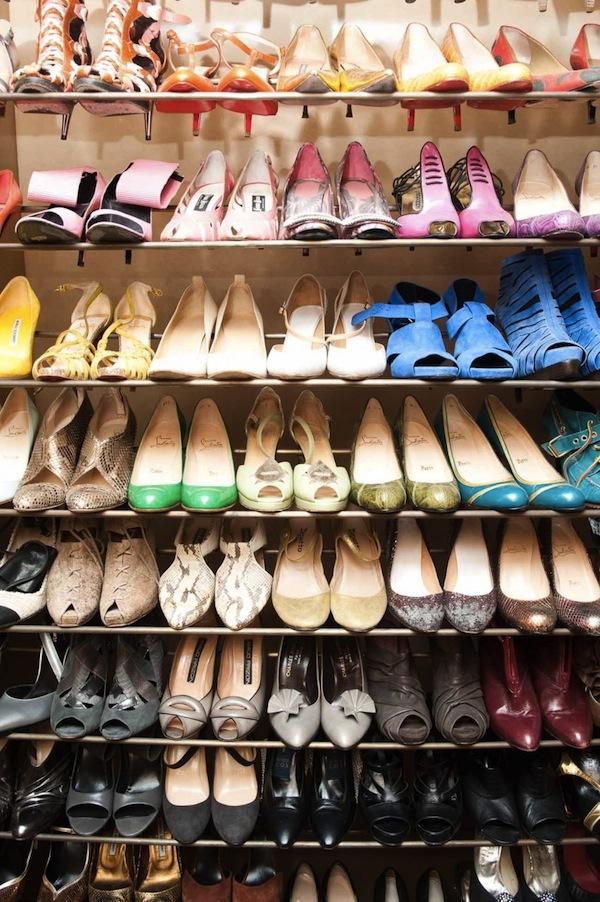 Ngó nghiêng tủ đồ của các fashionista thế giới 22