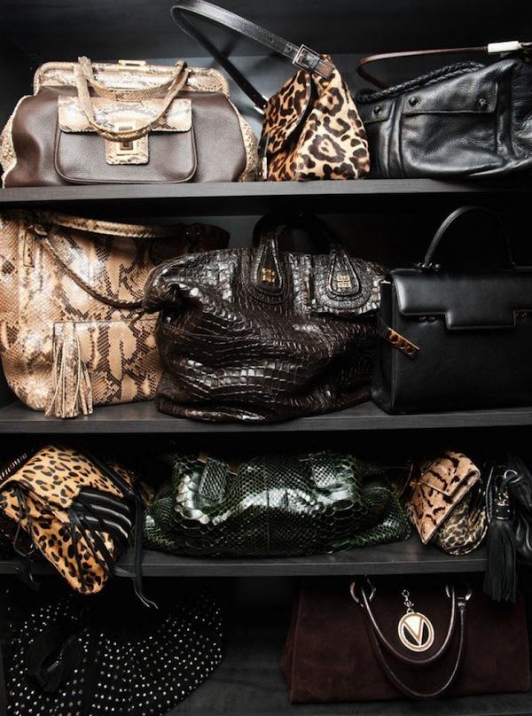 Ngó nghiêng tủ đồ của các fashionista thế giới 31