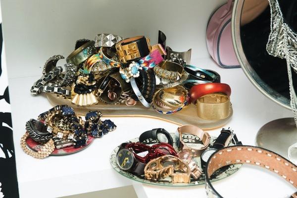 Ngó nghiêng tủ đồ của các fashionista thế giới 46