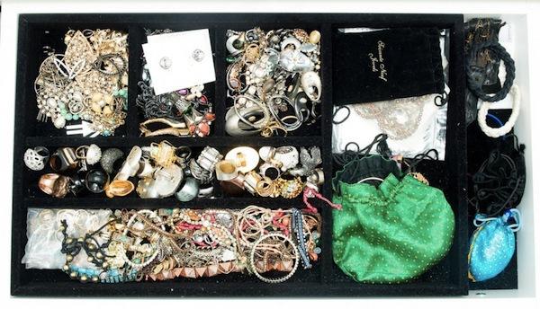 Ngó nghiêng tủ đồ của các fashionista thế giới 47