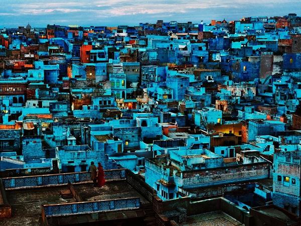 """""""Thành phố Xì Trum"""" đẹp ngỡ ngàng giữa sa mạc 1"""