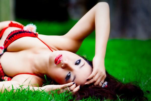 Danh hài Thúy Nga diện bikini thi hoa hậu 7