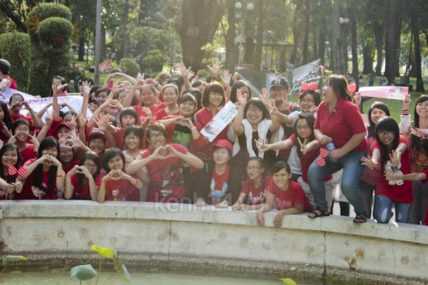 Teen Sài Gòn mặc áo dài nhảy flashmob đón Jae Joong 19