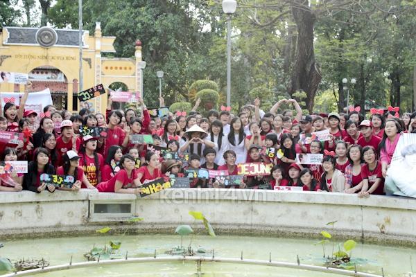 Teen Sài Gòn mặc áo dài nhảy flashmob đón Jae Joong 20