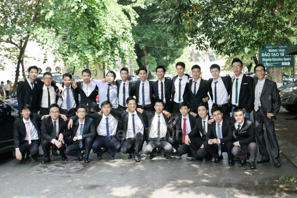 Sinh viên năm cuối nô nức chụp ảnh kỉ yếu  7