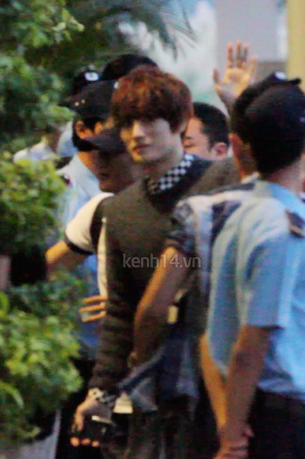 Jaejoong ngượng ngùng đút kimbap cho fan 19