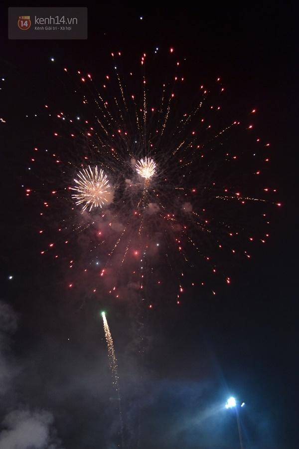 10 15124 Người dân phố núi mãn nhãn với màn pháo hoa chào mừng 40 năm ngày giải phóng