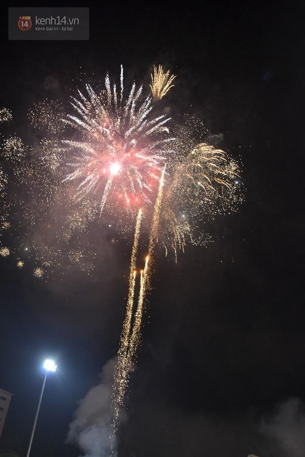 3 15124 Người dân phố núi mãn nhãn với màn pháo hoa chào mừng 40 năm ngày giải phóng