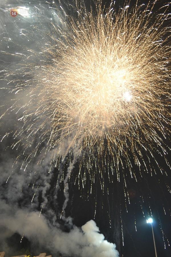 9 15124 Người dân phố núi mãn nhãn với màn pháo hoa chào mừng 40 năm ngày giải phóng