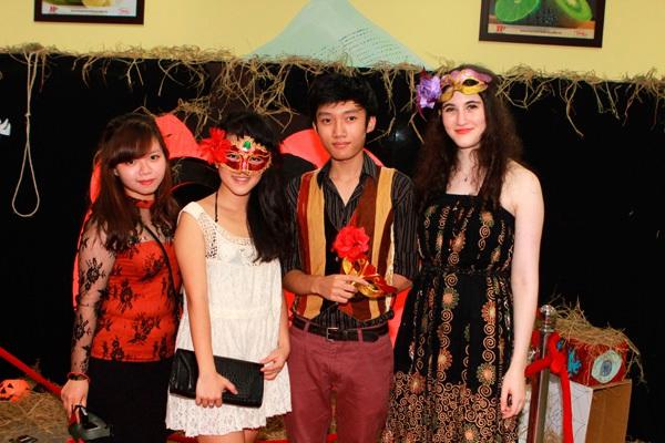 Giới trẻ Hà Nội rộn rã party Halloween 25