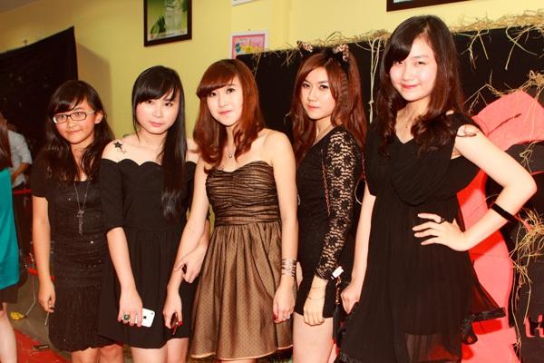 Giới trẻ Hà Nội rộn rã party Halloween 27