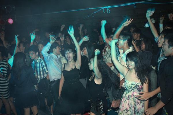 Giới trẻ Hà Nội rộn rã party Halloween 28
