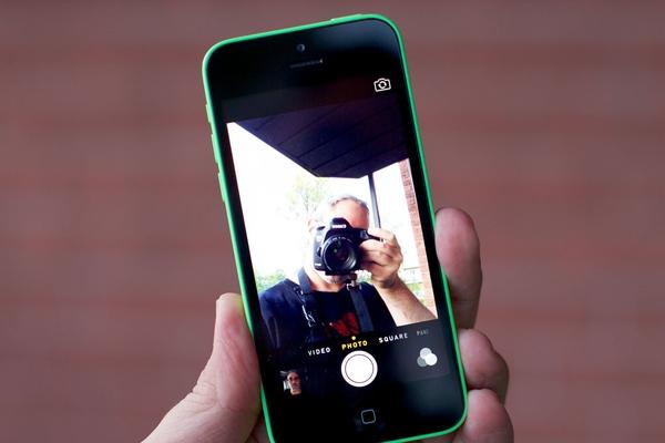 """Lô hàng iPhone 5C """"lock"""" về Việt Nam lần này đến từ nhà mạng Docomo (Nhật  Bản). Máy được các """"đầu nậu"""" Hong Kong hoặc Trung Quốc gom hàng với số  lượng ..."""