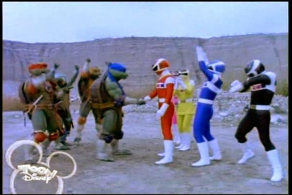Ninja Rùa đã bị tẩy não và bị buộc phải chiến đấu chống lại Power Rangers  (5 Anh Em Siêu Nhân). Nhưng khi họ giành quyền kiểm soát, họ đã hợp tác với  ...