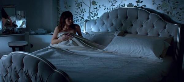 Họ cho rằng video không nên được phát ở khung giờ buổi sáng vì chứa nội  dung khiêu dâm, giống như những gì được miêu tả trong cuốn tiểu thuyết gốc  của tác ...