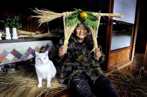 Bộ ảnh cảm động của cụ bà sống hạnh phúc cùng mèo   27