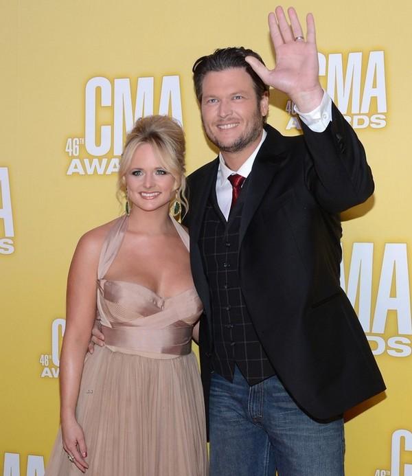 CMA Awards 2012: Taylor Swift tay trắng về nhà 2