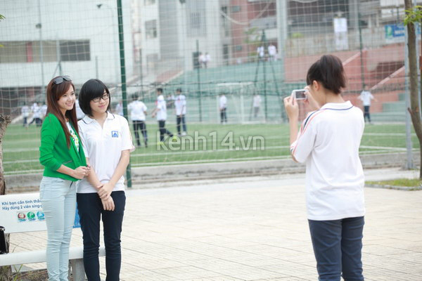 Hot girl Midu tham gia lễ hội trồng cây cùng Amser 3