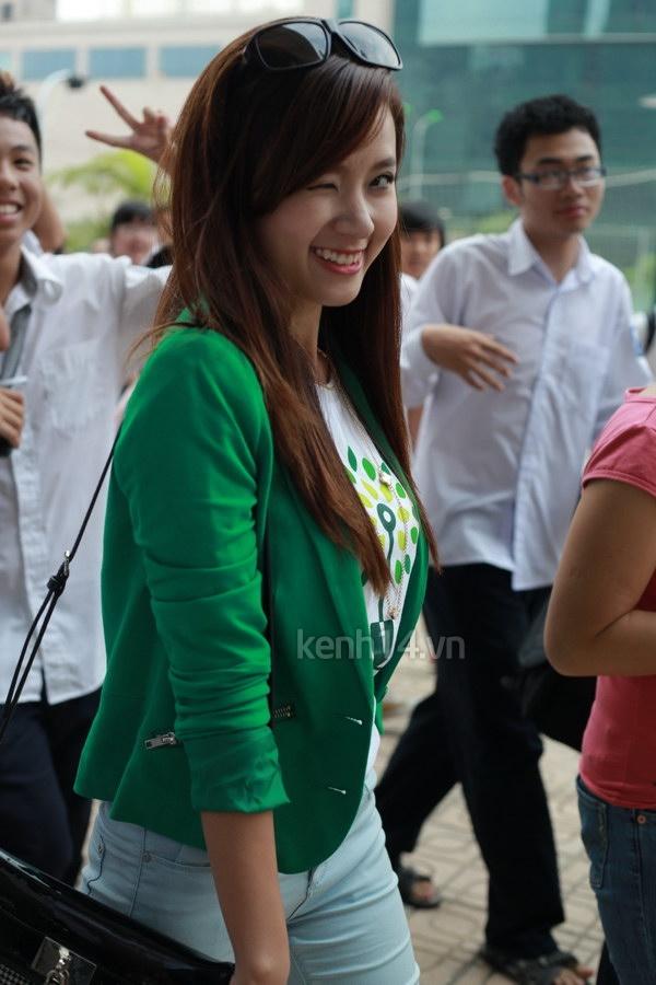 Hot girl Midu tham gia lễ hội trồng cây cùng Amser 10