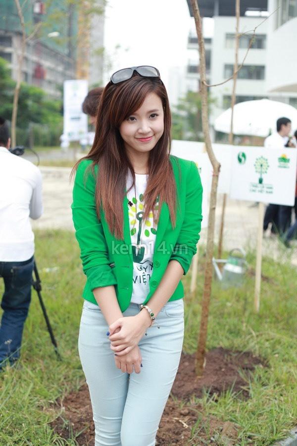 Hot girl Midu tham gia lễ hội trồng cây cùng Amser 15