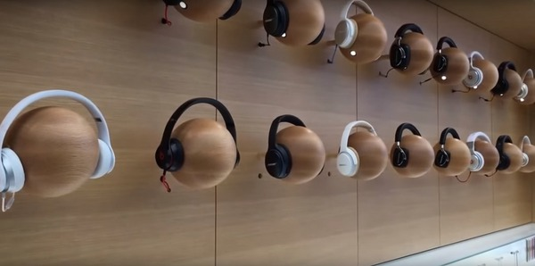 and-headphones-fr-af467