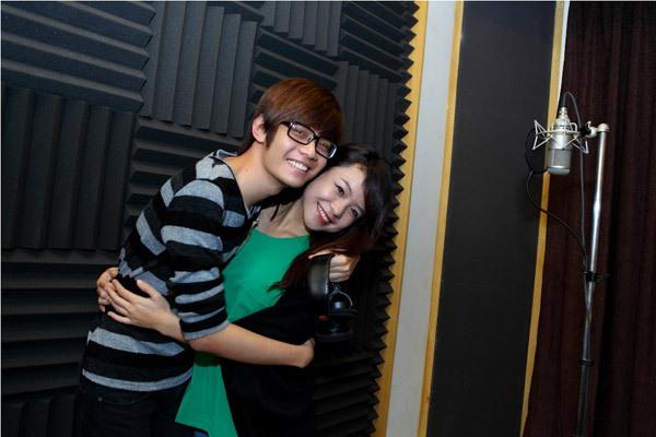 Đào Bá Lộc, Thái Trinh hát mừng Giáng sinh cùng team Hà Hồ 5