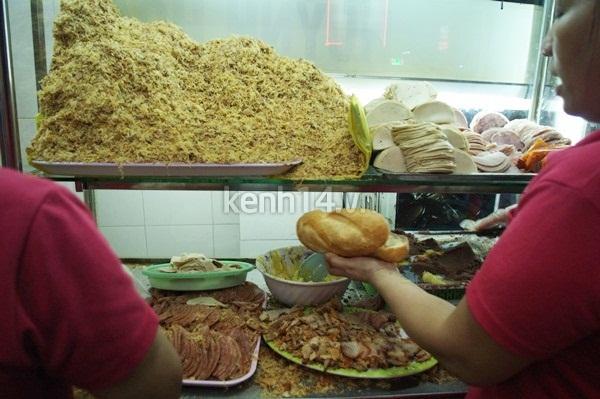 Có gì trong ổ bánh mì giá bằng một tô phở? 12